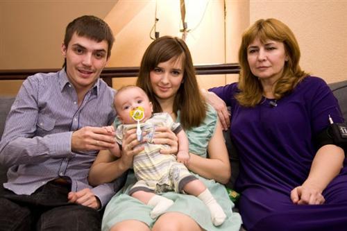 Ирина Александровна Агибалова с дочкой Ритой и Женей Кузиным