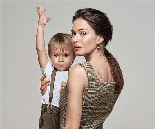 Агния Дитковските с сыном Федором