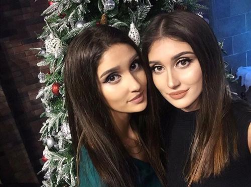 Саида и её сестра близняшка Аида Бабаева в Доме-2