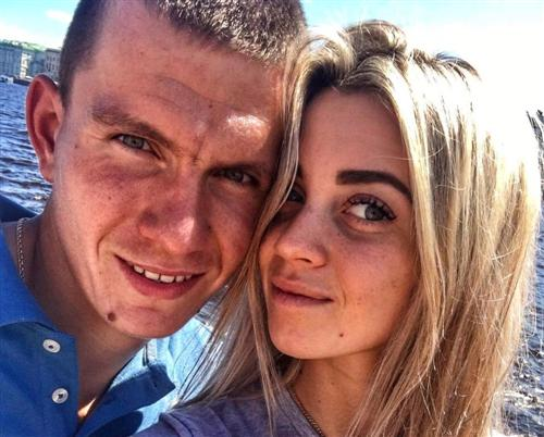 Лыжник Александр Большунов и Анна Жеребятьева