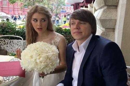 Анастасия Уколова и её муж Антон Зенкович (фото свадьбы)