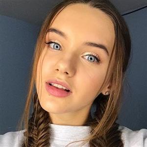 Ангелина Романовская - фото из Инстаграм