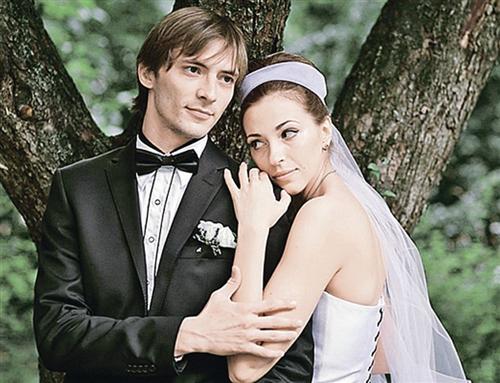 Антон Феоктистов и его жена Наталья Долгушина (фото со свадьбы)