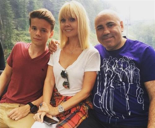 Арсений Шульгин с мамой и отцом