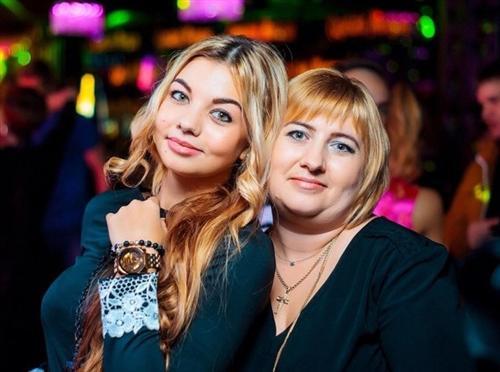 Дарья Ролик и её мама Наталья Ролик
