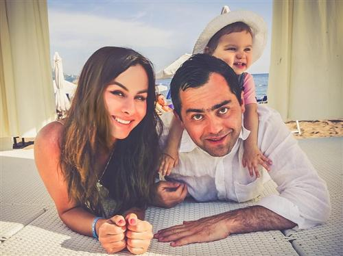 Давид Цаллаев, его жена Мадина Гиоева и их дочка