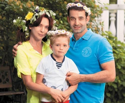Дмитрий Певцов, его жена Ольга Дроздова и сын Елисей