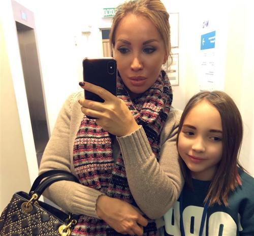 Модель фитнес-бикини Екатерина Красавина с дочкой