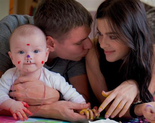 Лена Темникова с мужем и дочкой