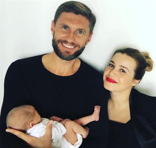 Евгений Левченко и его жена Виктория Кобленко с сыном