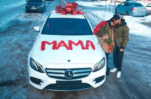 Гусейн Гасанов и его родителями