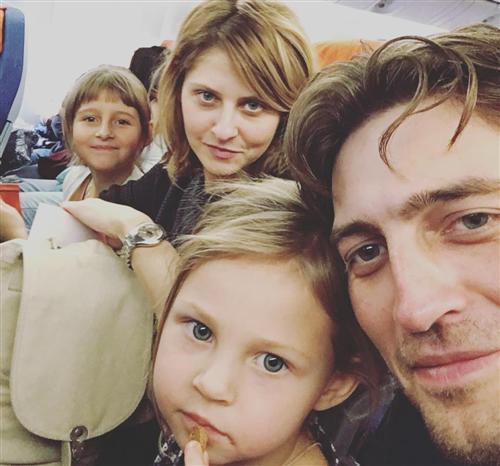 Иван Колесников, его жена Лина Раманаускайте и их дочки