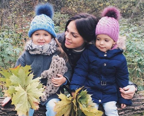 Карина Палецких с дочерьми