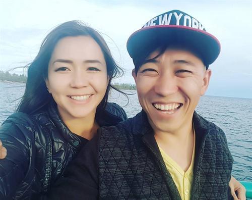 Участник шоу Голос-5 Кайрат Примбердиев и его жена