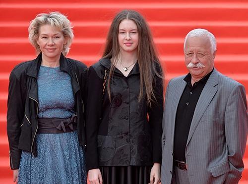 Леонид Якубович с женой Мариной и дочкой Варей