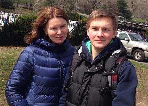 Фигурист Михаил Коляда и его тренер Валентина Чеботарёва