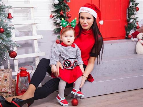 Назима Джанибекова и её дочь Амелия