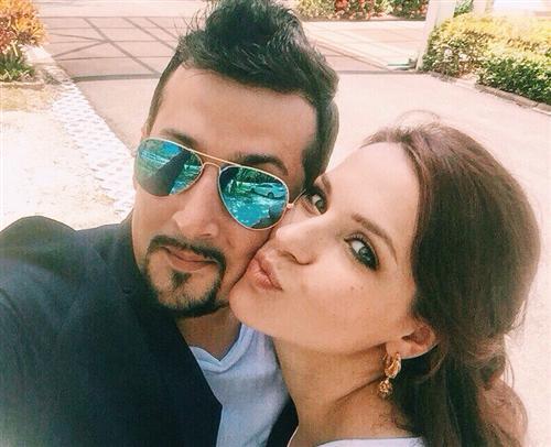 Участница Голос-5 Николь Кнаус и её муж Антонио Реоли