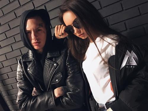 Скруджи и его девушка Яна Неделкова