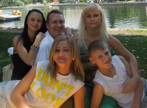 Тимоха Сушин (фото с родителями)