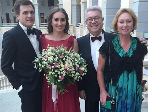 Владимир Винокур с женой, дочерью и зятем