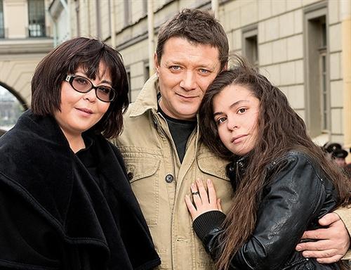 Ян Цапник с женой и дочкой