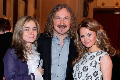 Юлия Николаева с отцом Игорем Николаевым и его новой женой Юлией Проскуряковой