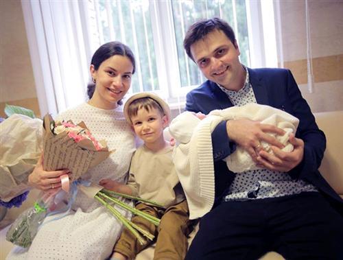 Зураб Матуа с женой и детьми