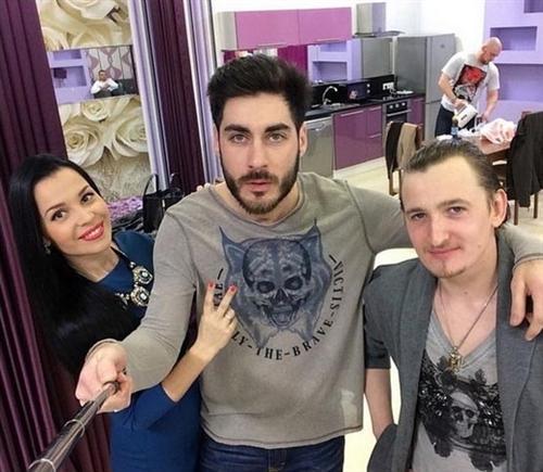 Влад с участниками телепроекта Дом-2