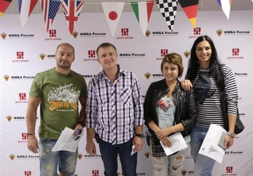 Катя Коломейчук с участниками Дома-2