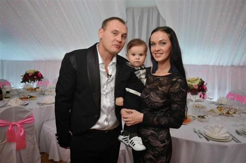 Степа с сыном Ваней и женой Евгенией Шамаевой