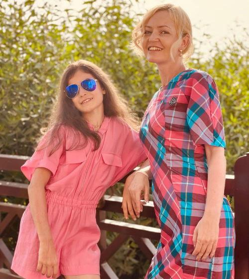Фигуристка Аделия Петросян с мамой