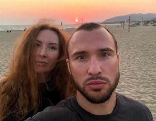 Боксер Александр Беспутин и его жена