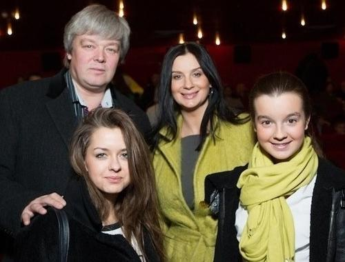 Александр Стриженой с женой и дочерьми