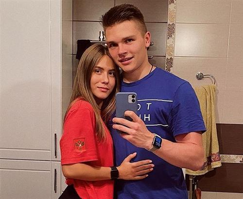Девушка хоккеиста Владислава Фирстова