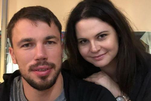 Хоккеист Алексей Емелин с женой