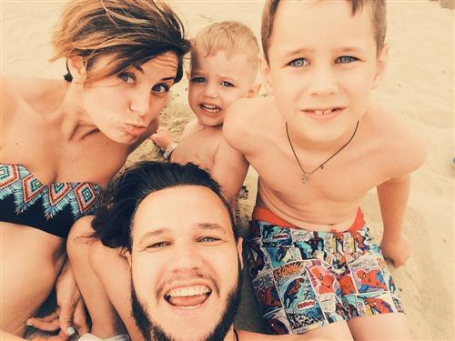 Алёна Поль с мужем и детьми