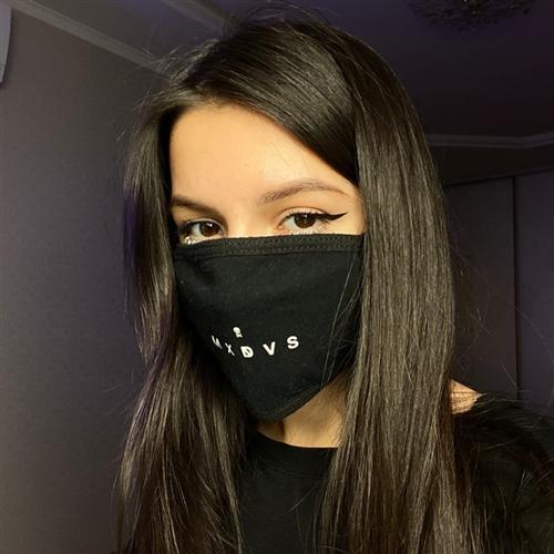 Амина Мирзоева в маске
