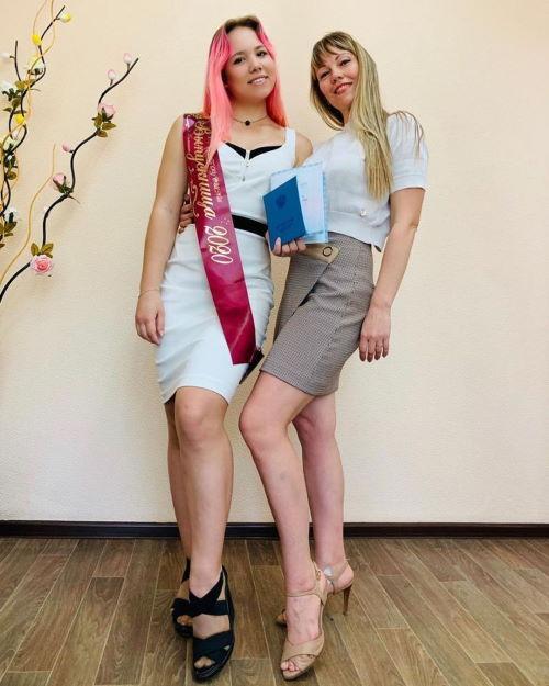 Участница Дома-2 Настя Роинашвили с мамой Натальей