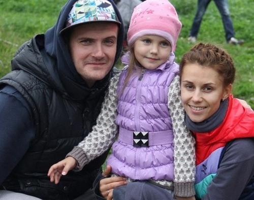 Андрей Аверин с женой и дочкой