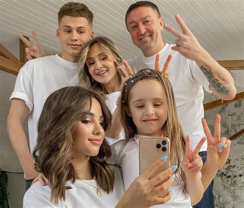 Девушка Ивана Игнатьева Арина Осинова и ее семья
