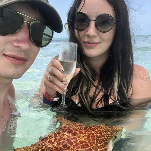 Хоккеист Артем Швец-Роговой и его жена Анна