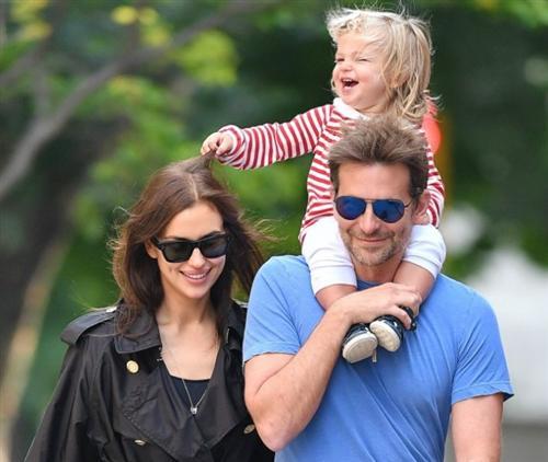 Брэдли Купер и Ирина Шейк (фото с ребенком)