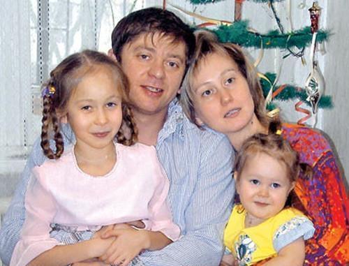 Дмитрий Брекоткин с женой и детьми (семейное фото)