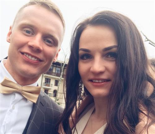 Биатлонист Дмитрий Шамаев и Елена Кручинкина