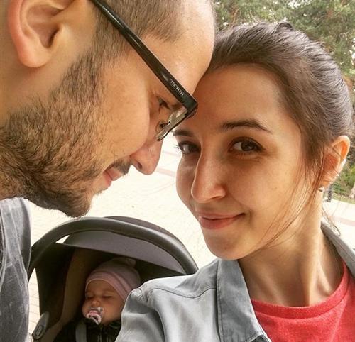 Екатерина Позова с мужем Дмитрием Позовым и дочкой Савиной