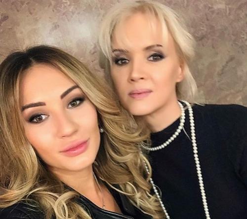 Жена Серова Елена Стебенева с дочкой Мишель