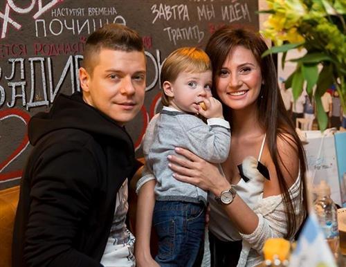 Женя Пакуличева с мужем Димой и сыном Кристианом