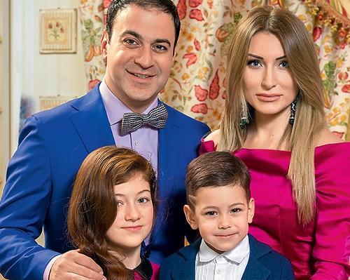 Гарик Мартиросян с женой и детьми (семейное фото)