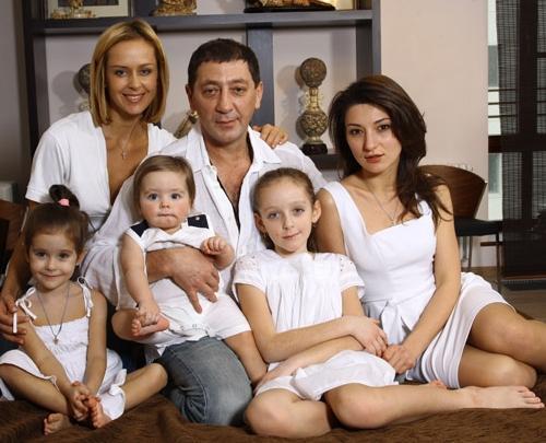 Григорий Лепс с женой и детьми